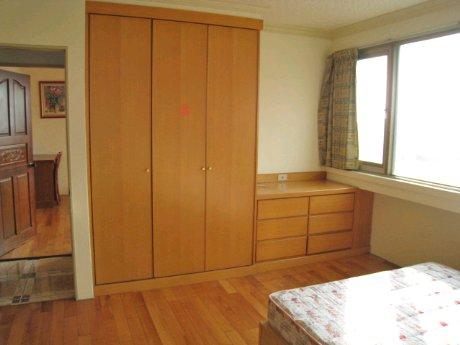 房间木地板衣柜收口装修效果图
